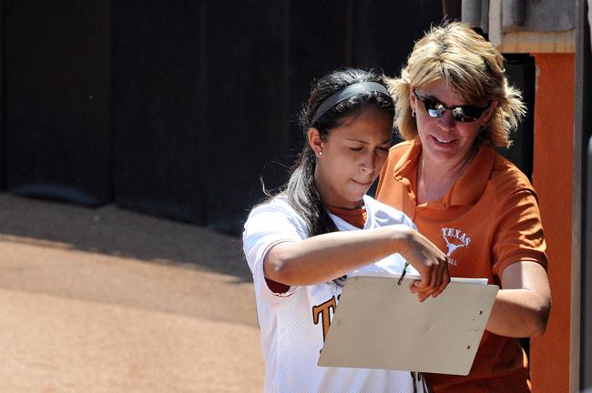 2012-04-02_Womens_softball_game_Andreina_Velazquez15816