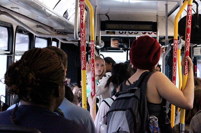 2012_03_02_UT_Buses_Andreina_Velazquez1745