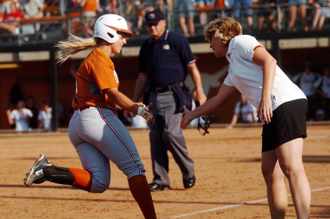 SOFTBALL_DOM_2012-04-30_TexasvsA%26M_softball_Andreina_Velazquez3734