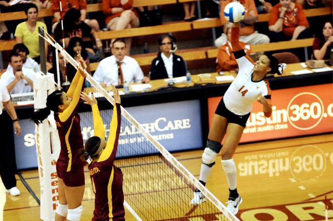 2012-09-06_Volleyball_vs_Minnesota_Zachary_Strain2733
