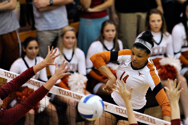 2012-09-22_Volleyball_vs_Oklahoma_Elisabeth_Dillon6778