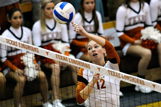 2012-09-22_Volleyball_vs_Oklahoma_Elisabeth_Dillon6800