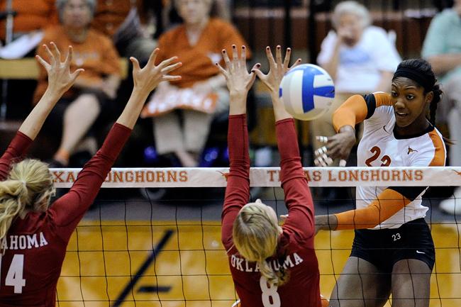 2012-09-22_Volleyball_vs_Oklahoma_Elisabeth_Dillon7151