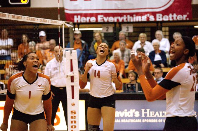 2012_10_17_Volleyball_TX_vs_Iowa_State_MarisaVasquez2547