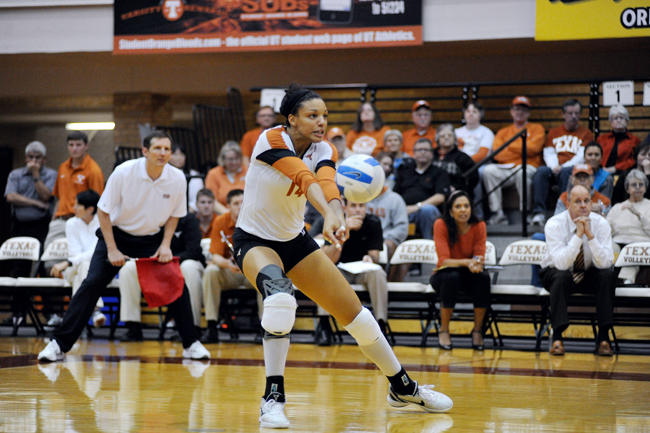 2012_11_14_Volleyball_vs_Tech_Elisabeth_Dillon1810