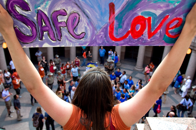2013-07-02_Capitol_Hearings_Demonstration_Guillermo_Hernandez280