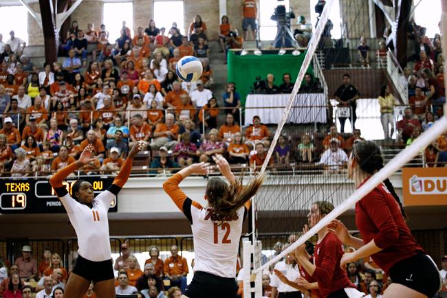 2013-09-30_texas_volleyball_vs_oklahoma_Lauren