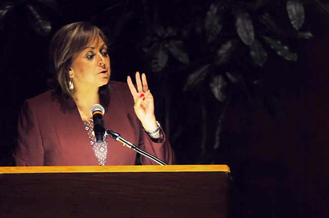 2013-10-10-governor_martinez_helen