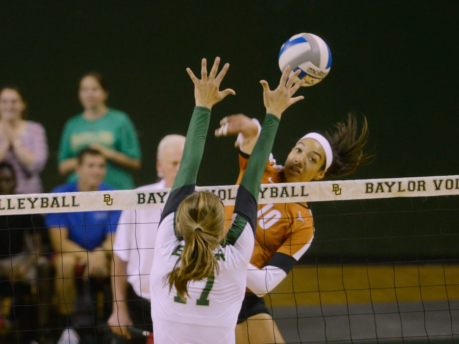 2013-10-3_Volleyball_vs_Baylor_charlie