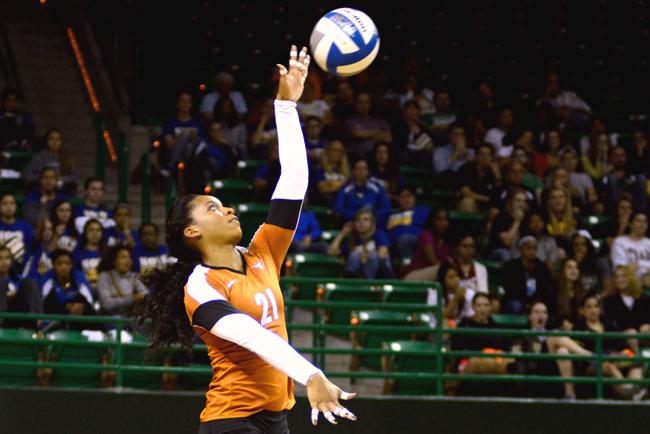 2013-10-3_Volleyball_vs_Baylor_charlie