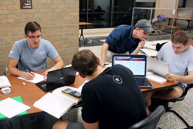 2013-11-12_Engineering_Students_Studying_Fabian