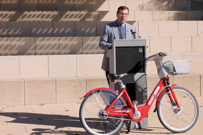 2013-11-14_bike _shares_city_hall_helen