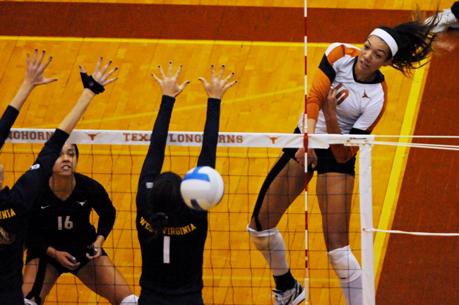 2013-11-21_Volleyball_v_West_Virginia_Amy