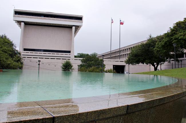 2014-04-07-lbj_fountain_Marshall