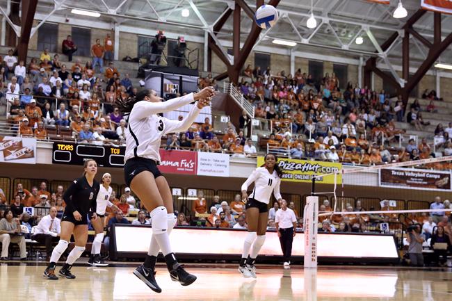 2014-10-23_Volleyball_Claire_Schaper17083