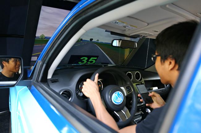 2015-04-21_Texting_Driving_Simulator_Stephanie