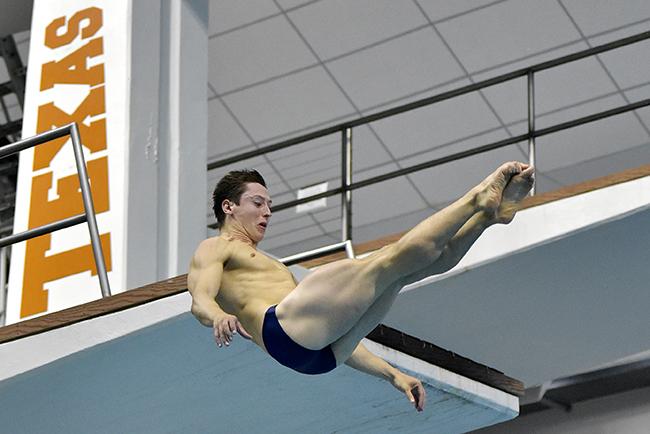 2015-09-28_Sports_MensSwimmingandDiving_Gabriel