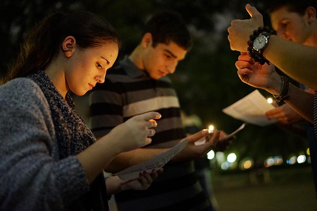 2015-11-11_Vigil_for_terror_victims_Mike