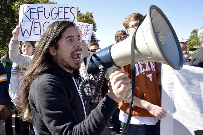 2015-11_23_RefugeeProtest_Gabriel