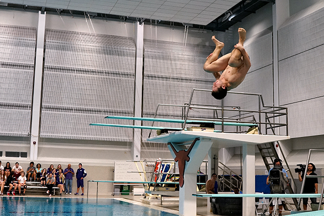 2015-11_20_Swimming_and_Diving_Mike