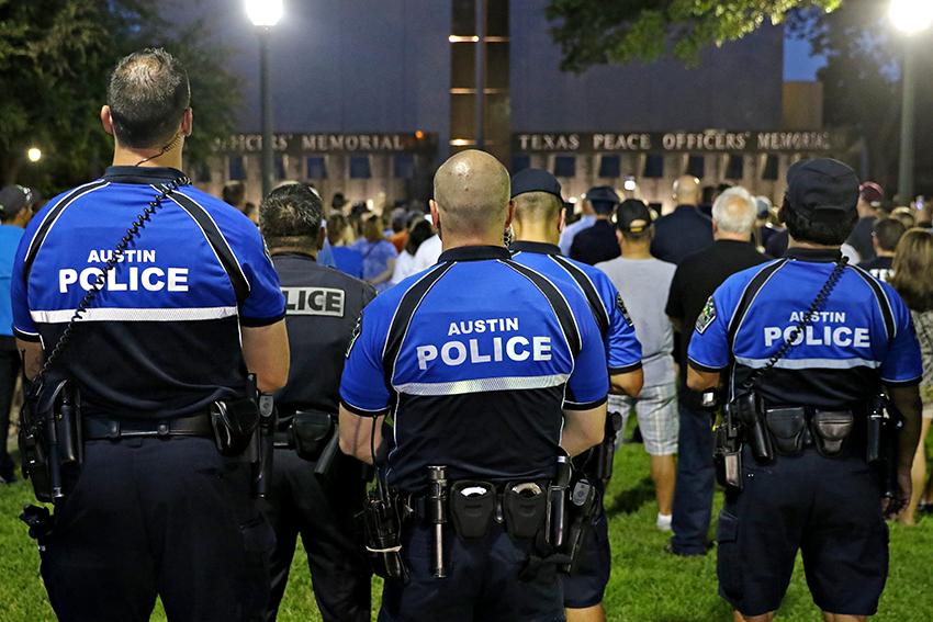 2016-07-14_Dallas_Police_Vigil_Joshua