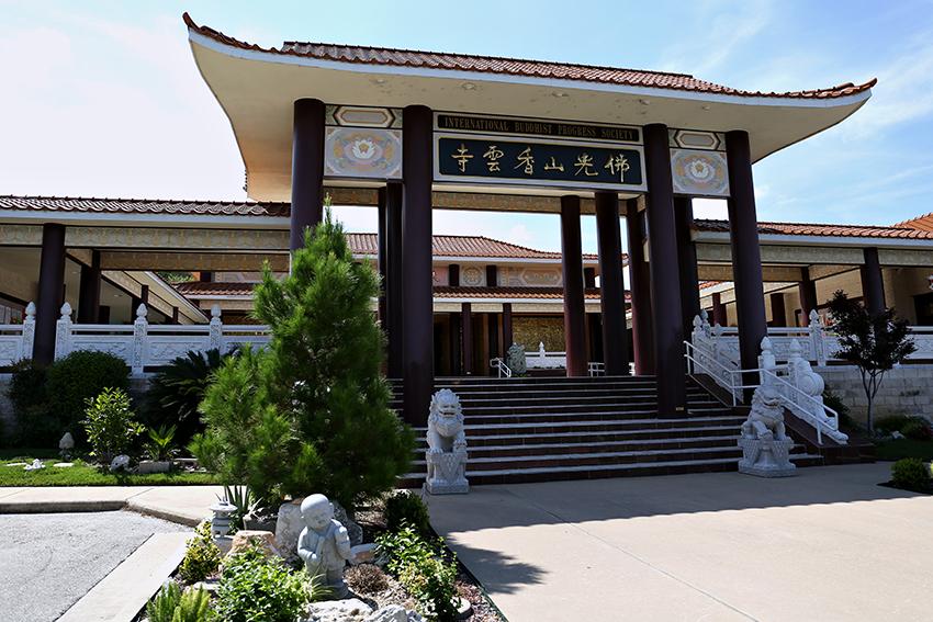 2016-07_05_Buddhist_Temple_Stephanie