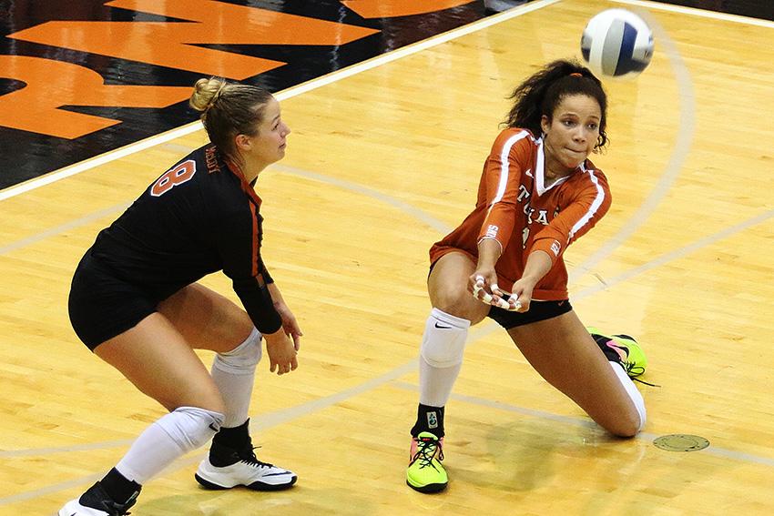 Volleyball_914_09-07-17_UT_vs_Denver31762
