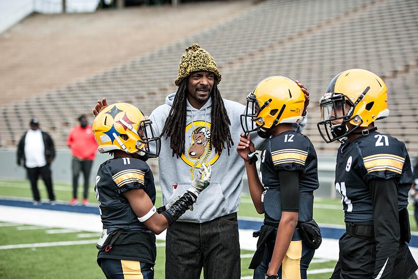 Coach_Snoop_court