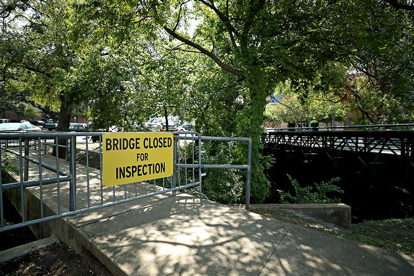 waller_2018-08-23_Waller_Creek_damaged_pedestrian_footbridge_Joshua