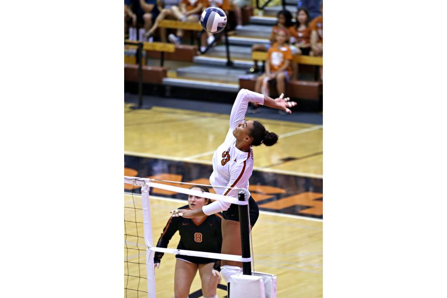 volleyball_2018-10-08_Texas_Volleyball_Pedro