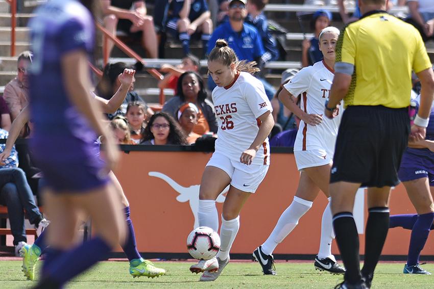 Emma_Regan_2018-10-22_Texas_v_Kansas_Soccer_Eddie