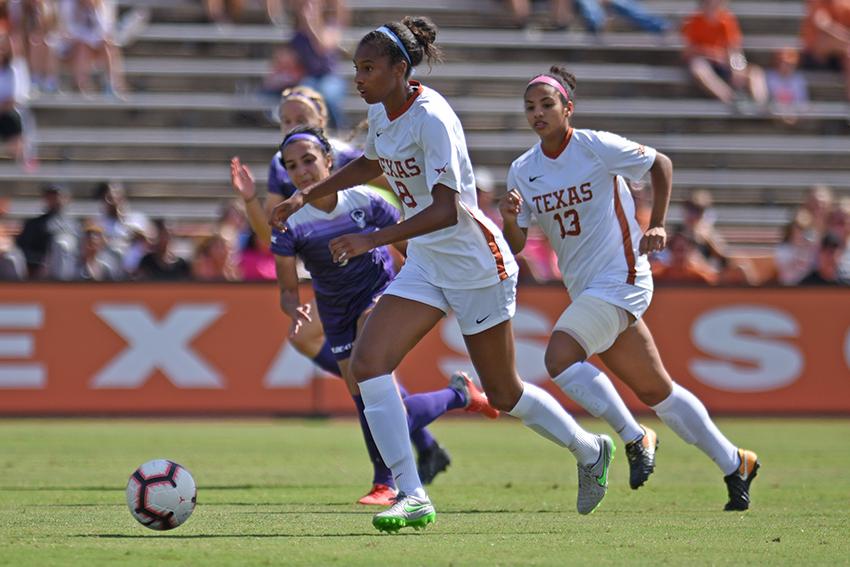 Soccer_018-10-22_Texas_v_Kansas_Soccer_Eddie
