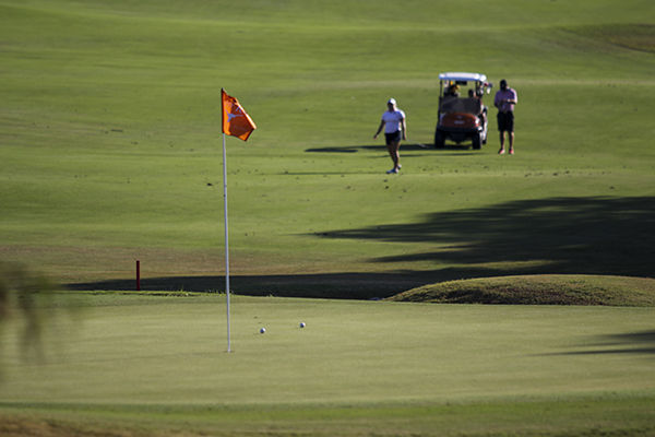golf-flag_2015-10-20_Womens_Golf_Mike