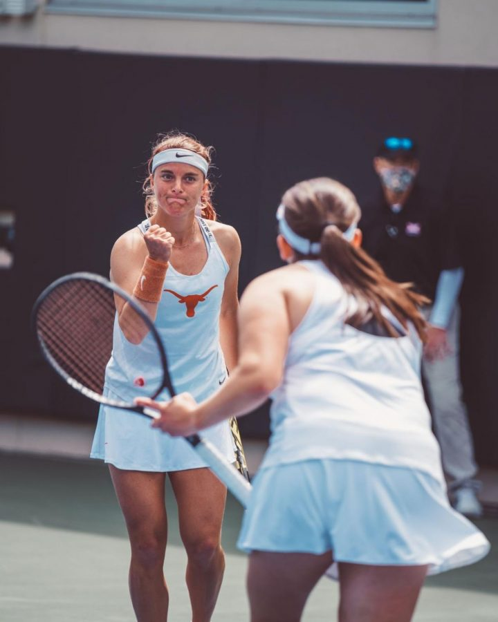 Dual match victories from Turati, Labraña propel Texas to 7-0 sweep over Baylor