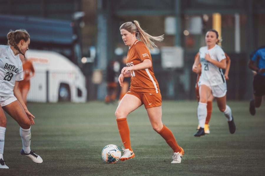 Longhorn women's soccer elevates defense to defeat Baylor 4-0