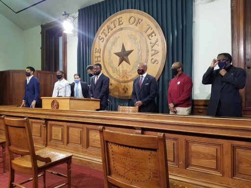 "State leaders join UT-Austin students to denounce continued use of ""The Eyes of Texas"""