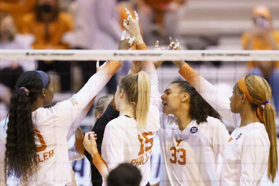 Texas+volleyball%E2%80%99s+%E2%80%98super+powers%E2%80%99+help+to+sweep+Wright+State%2C+advance+to+next+round+in+NCAA+tournament