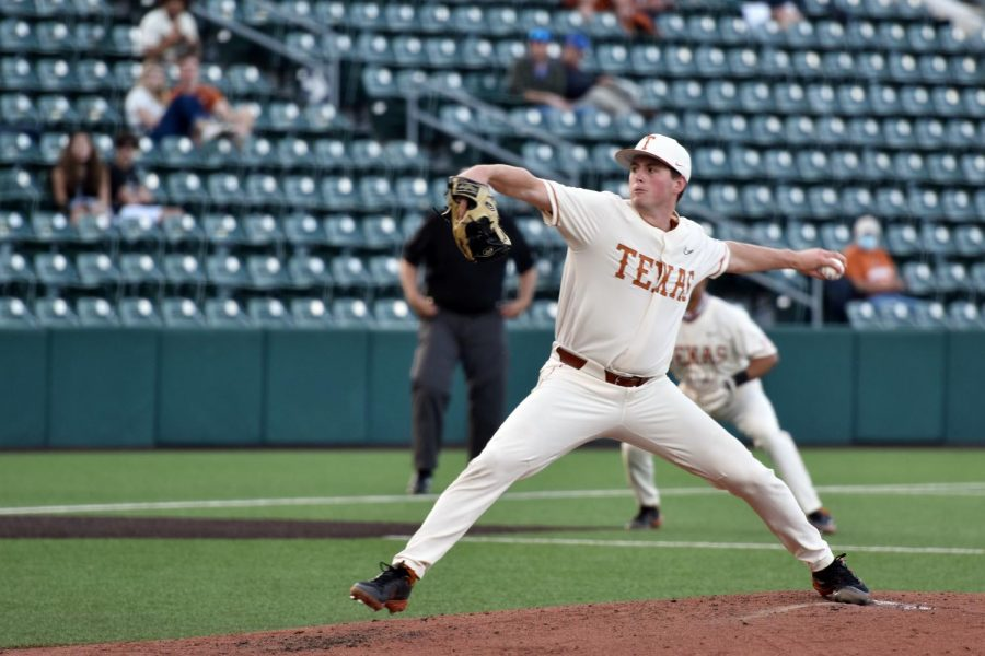 Late-game offense lifts Texas to 6-5 victory over Nevada in series finale