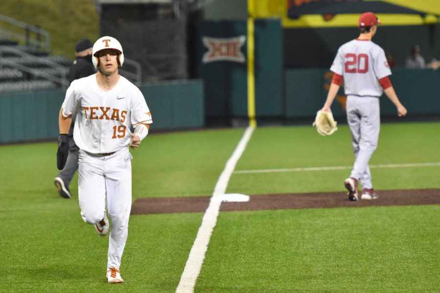 Texas+baseball+pitchers+struggle+at+the+mound+in+first+loss+since+March+30