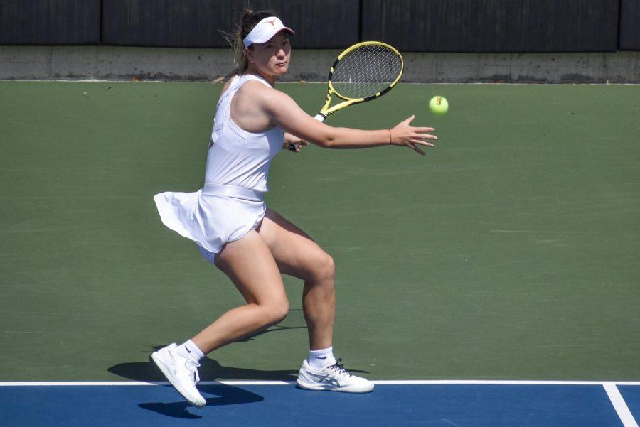 Sun shines bright in Longhorns' tennis win