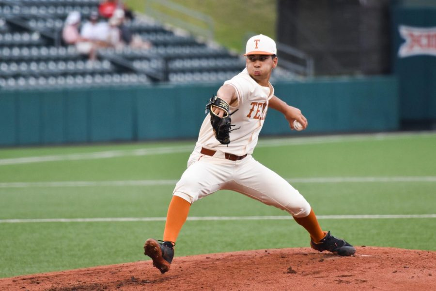 Longhorns bounce back from Sunday loss, defeat Incarnate Word 5-3