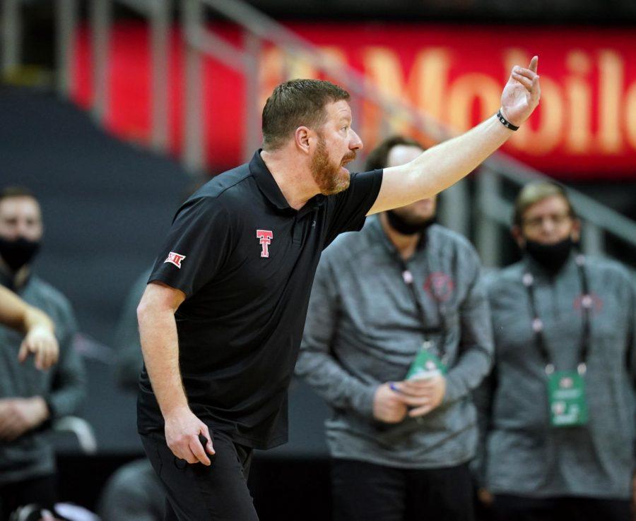 Chris Beard, UT commit to growing men's basketball into national powerhouse