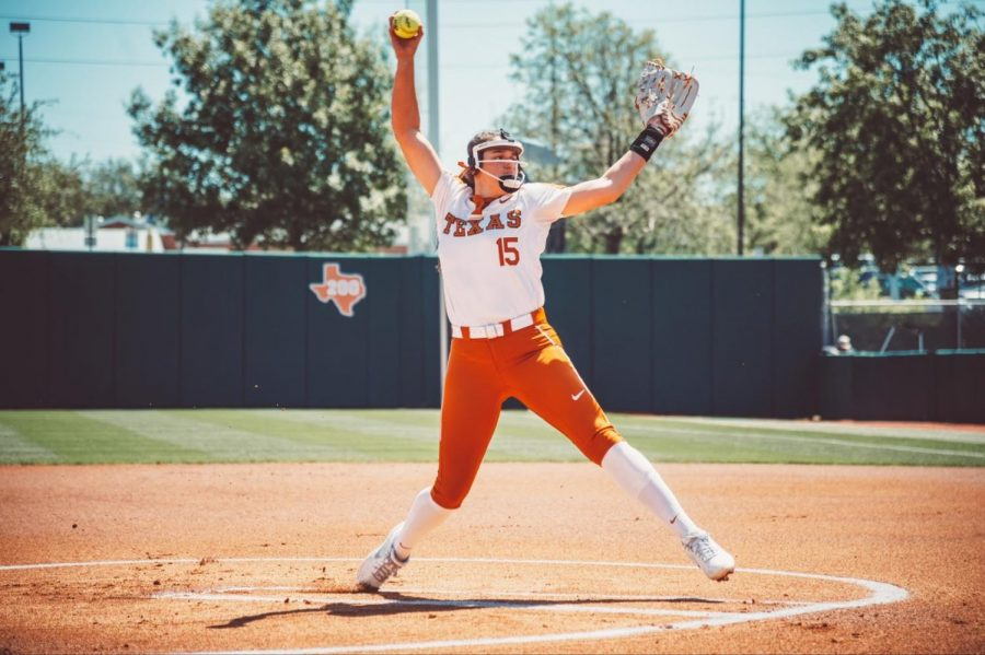 Texas+softball+utilizes+heavy+hitters+to+close+out+Big+12+series+against+Kansas