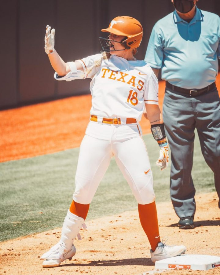 No. 9 Texas finds sweet spot in third inning in doubleheader sweep of Kansas