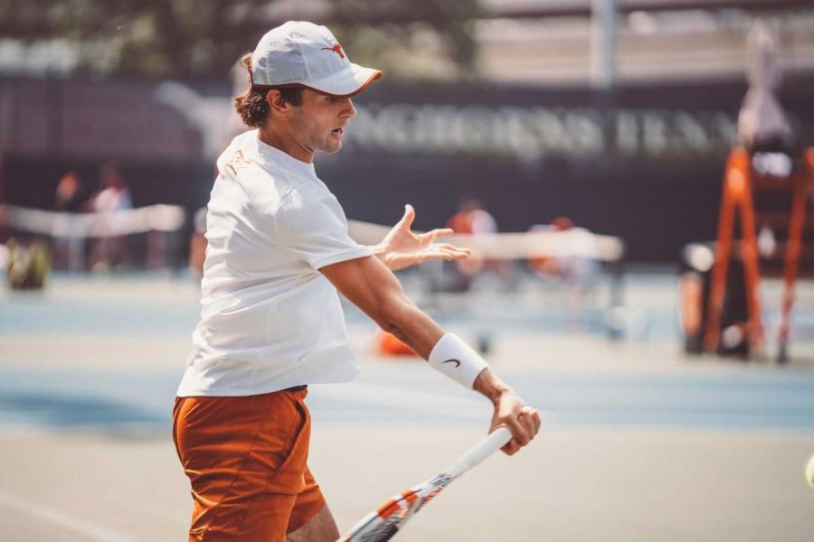 Texas back to winning ways after 5-2 defeat of Oklahoma
