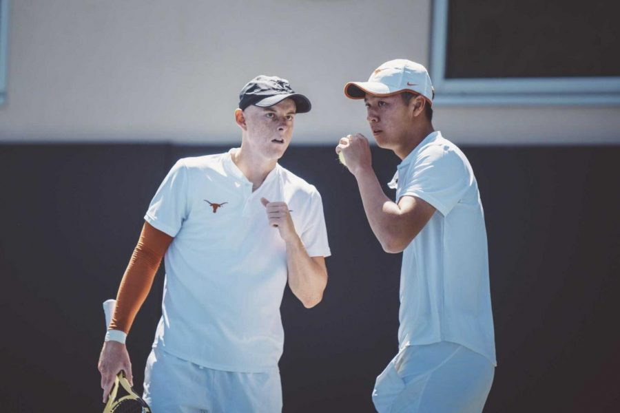 Chih+Chi+Huang+comes+up+clutch+as+No.+7+Texas+tennis+upsets+No.+2+Baylor+in+dramatic+fashion