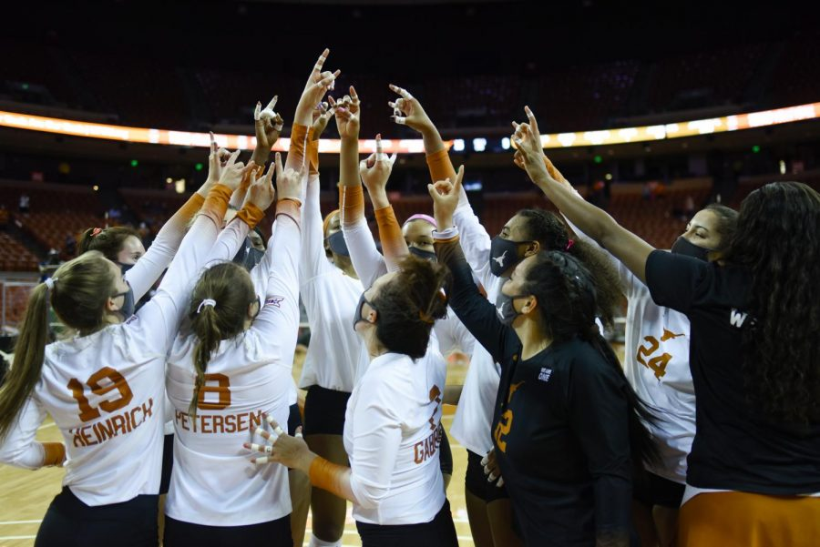 Texas+volleyball+loses+national+championship+3-1+to+No.+2+Kentucky%2C+historic+season+comes+to+end