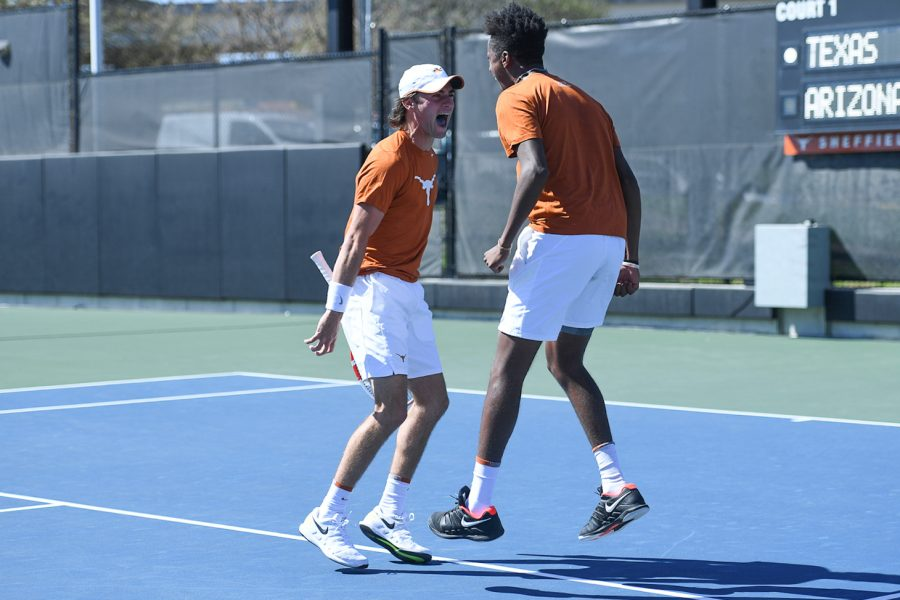 Youthful+Texas+men%E2%80%99s+tennis+team+enjoys+playing+together+among+college+tennis+elite