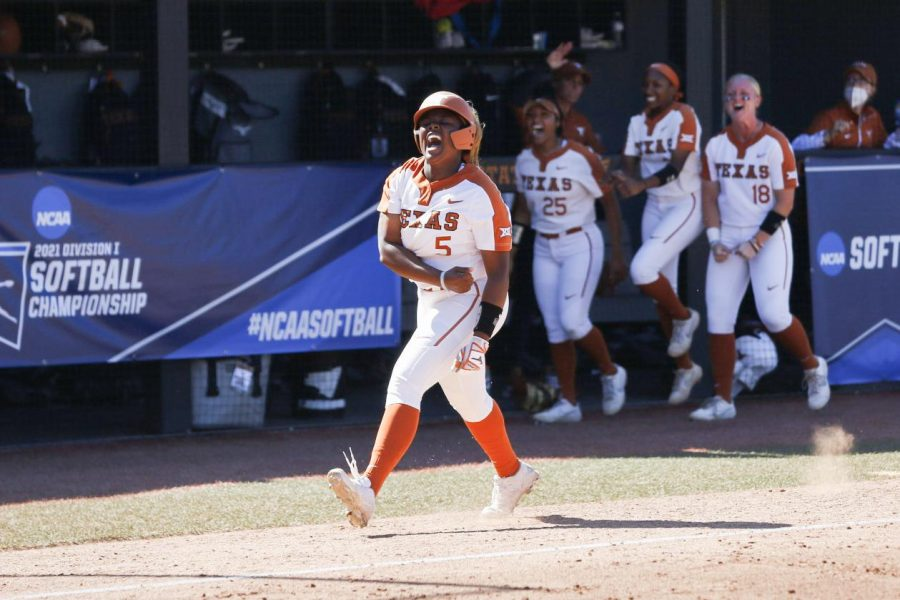 No. 12 Texas hangs on to defeat No. 7 Oklahoma State, keeps possible World Series bid alive