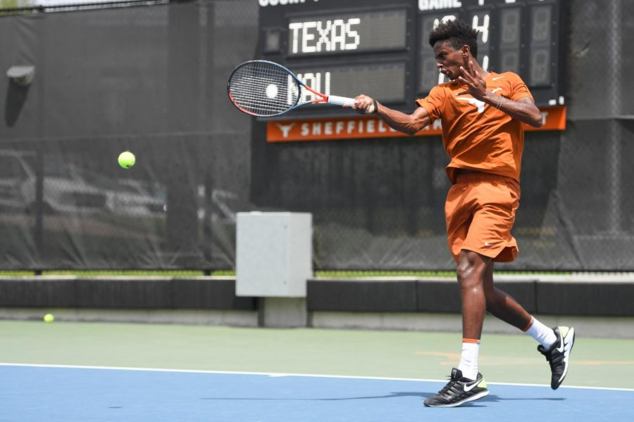 Texas+rolls+over+NAU%2C+4-0+in+NCAA+Championship+first+round